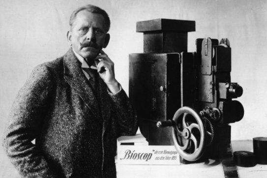 Max Skladanowsky mit Bioskop / Foto 1933